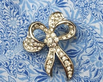 Gorgeous Little Diamante Bow Shaped Brooch - Vintage - 1970s