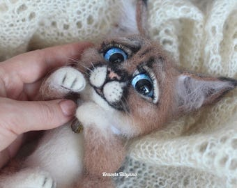 Needle felted lynx, felted kitten, needle felted animals, felt lynx, felt toy, wool figurine, cute animals, soft sculpture lynx, felting cat