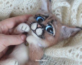 Needle felted lynx, felted kitten, needle felted animals, felt lynx, felt toy, wool figurine, cute animals, soft sculpture lynx, felting cat