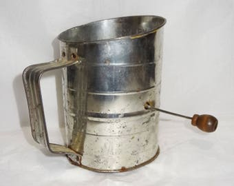 Vintage 1940'S BROMWELL MEASURING SIFTER, 3 cups, with crank handle