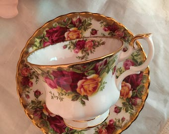 Royal Albert Old Country Roses Teacup and Saucer Set Vintage Fine Bone China Porcelain Lovely! Made in England multiples available