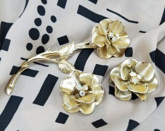 Beautiful Gold Tone Flower With Center Rhinestones Brooch and Matching Clip Earrings