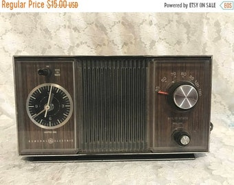 ON SALE Vintage General Electric AM Clock Radio Alarm Solid State Nice
