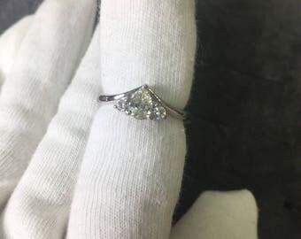 woman or750 diamonds ring