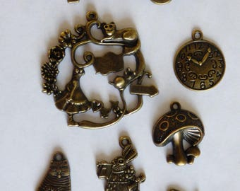 "SET OF 7 CHARMS ""ALICE IN WONDERLAND OF"" METAL BRONZE"