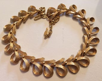 SARAH COVENTRY* Gorgeous Gold Textured Link Necklace, Signed