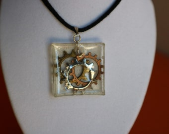 Resin 3 gears necklace