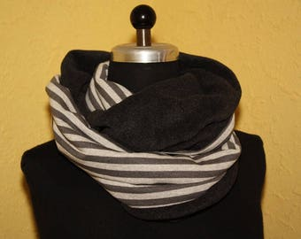 Cuddly loop reversible scarf