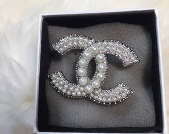 New classic chanel inspired pearl cc brooch