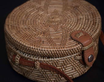 Small ata Rattan Summer Bag Shoulder Bag with unique Clip, Unique Summer Round Bag with Unique Pattern , A Perfect Birthday Gift for Her