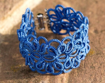 Two-layer saturated blue tatted bracelet