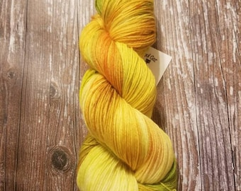 Merino bamboo hand dyed yarn fingering weight 100g 436 yards indie dyed yarn black light reactive yarn yellow yarn green yarn variegated