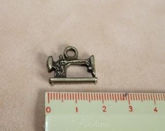 Machine charm in antique bronze 18mm (x 2)