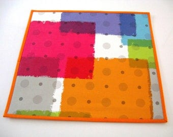 A set of 6 colorful placemats