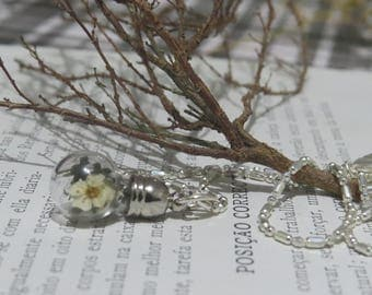 Pendant made with flowers