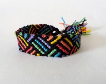model: colored pencils (14 Brazilian threads)