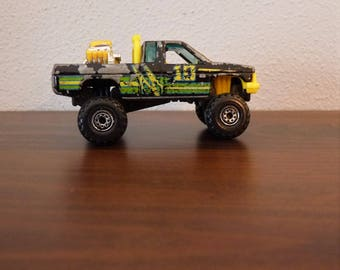 """Mattel Hot Wheels c1987 mega rally pickup, # 10 believed  Nissan Ext. Cab, Chrome Engine in Bed, Bonus """"mystery"""" Die-cast included!"""