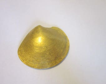 Vintage Designer Trifari Brushed Gold Tone Seashell Necklace Pendant