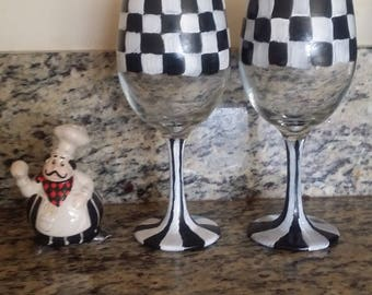 Set of 2 black and white checkered wine glasses