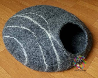 Felt Cat Cave / Cat Bed / Pet Bed / Puppy Bed / Cat House. 100 % Wool Natural Color