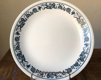 VINTAGE Corelle Old Town Blue 8.5 inch Salad / Lunch Plate