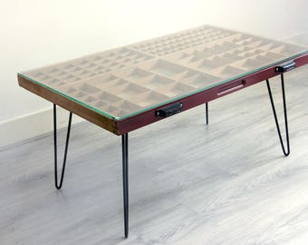 Typecase Table (big) Red