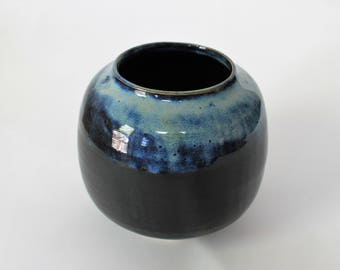 Black round pot with light blue