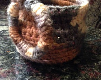 Crocheted Basket - with adorable deco ring