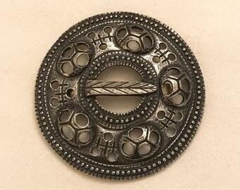 Vintage Tinn-Per Norway Stopt Tinn Pewter Circle Brooch