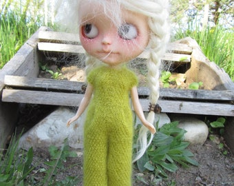 Kid mohair jumpsuit with front pocket for Blythe doll (spring green)