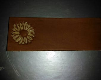 Lazy Daisy flower bookmark in leather