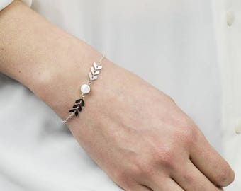 Nephele bracelet - silver spikes - round disc mother of Pearl