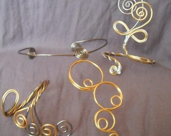 Jewelry wire wheels made from a necklace, bracelet and an ankle bracelet