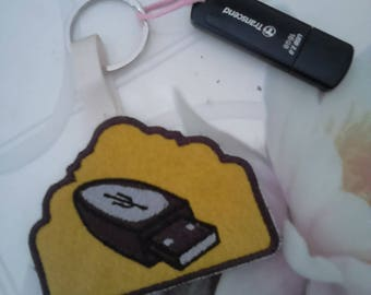 USB key, Keychain, machine embroidered design on felt and lined