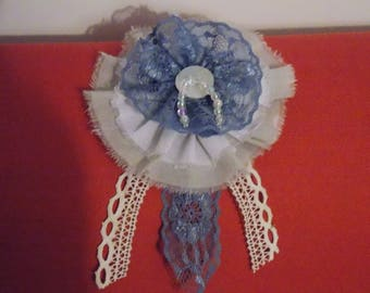 Brooch in blue and ecru fabric and lace rosette