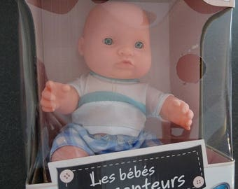 Small cuddly doll is looking for Mummy - blue or pink