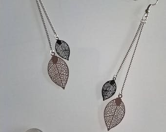 Great earrings thin leaves taupe/black