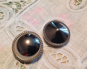 Set of two buttons silver vintage