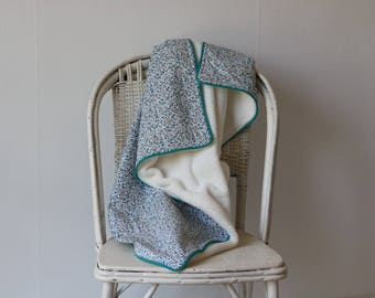 Newborn girl, boy, mixed/carpet game baby blanket. Very sweet, flowers, blue and white, with piping.