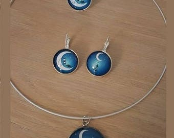 """""""Cat on the Moon"""" set in silver cabochon"""