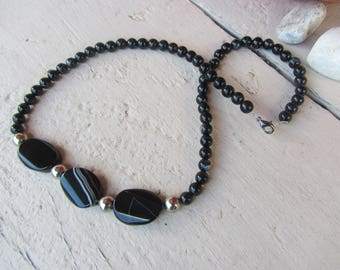 Short, simple and elegant necklace with beads round and shuffleboard marbled black white agate gemstone beads - set