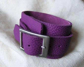 Purple textured leather buckle bracelet