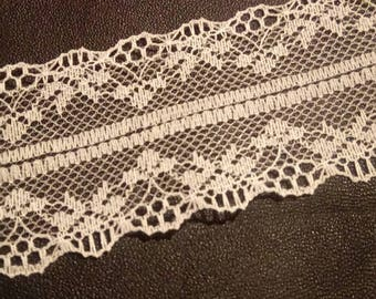 1 meter of white lace trim