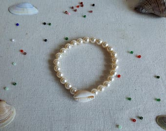 Cream shell bracelet with Pearl color