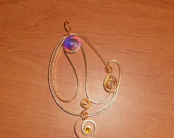 Ribbed flat 2 mm gold aluminum wire and rhinestone pendant.