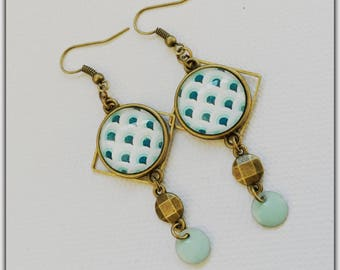 Cabochons, sequin enamelled brass diamond shape, mint and mint geometric earrings