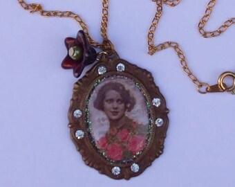 """""""Romantic, Retro woman"""" pendant necklace, Swarovski crystals, Vintage, Cabochon"""