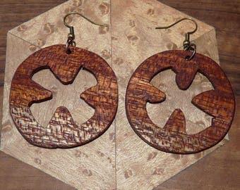 Earrings in precious wood: the Celtic