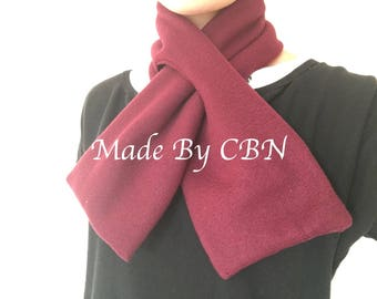 Scarf Burgundy fleece with opening for a good fit.