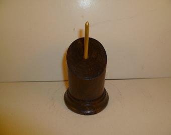 Socle en bois pour figurines bustes rond à pan coupé. sbpcrpal1